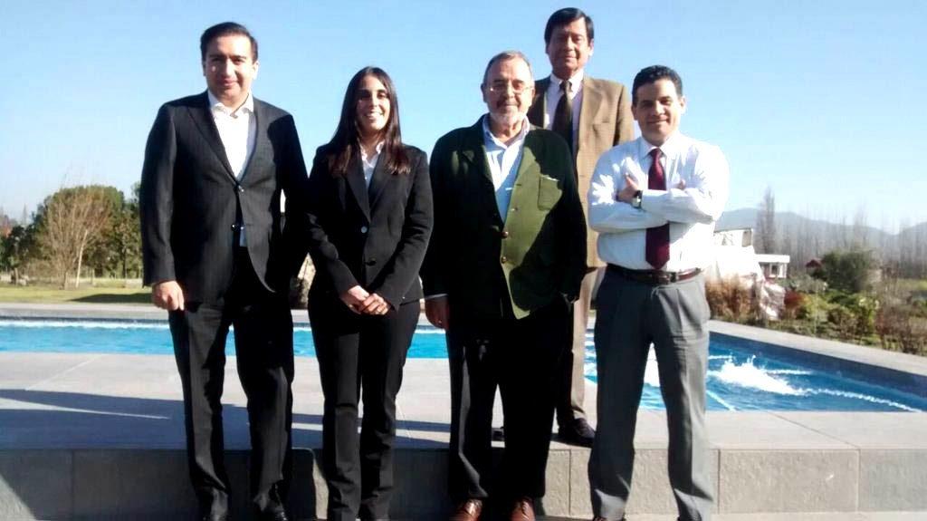 El Prof. Dr. Dr. h.c. mult. Luzón Peña acompañado de los fiscales Profs. Ernesto Vásquez, presidente de la Asociación (derecha), y Víctor Manuel Vidal (izquierda), la Dra. Ángela Moreno Bobadilla, Directora Dpto. Der. Público Univ. Central de Chile, y (arriba) el Prof. Dr. Jaime Náquira Riveros, Titular (catedrático) de D. Penal Univ. Católica de Chile.