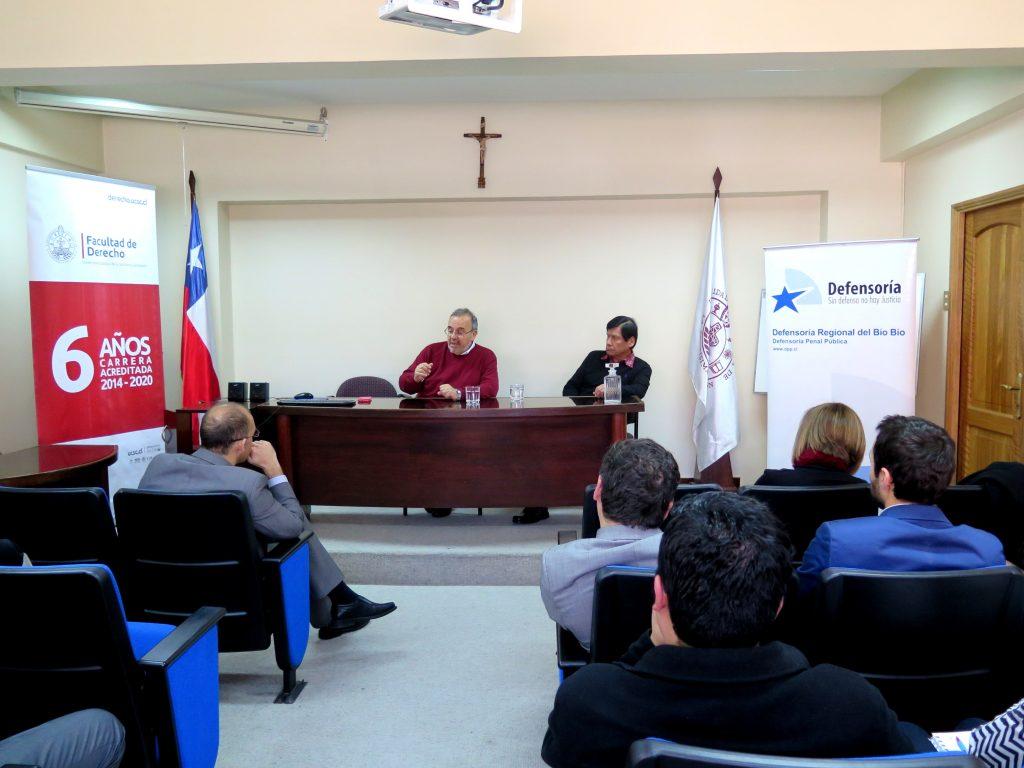 El Prof. Dr. Dr. h.c. mult. Luzón Peña durante su conferencia